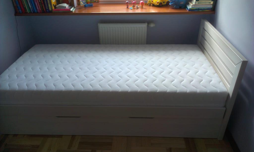łóżko Solid